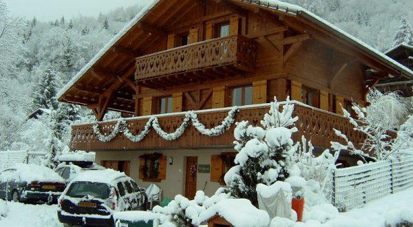 Vakantiehuis La Tulipe in de sneeuw tijdens de winter in Verchaix in de Vallée du Haute Giffre